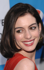 Anne Hathaway short hair cut