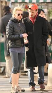 Renee Zellweger and her boyfriend Dan Abrams shopping for wine in New York City on February 8th 2009 4