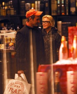 Renee Zellweger and her boyfriend Dan Abrams shopping for wine in New York City on February 8th 2009 5