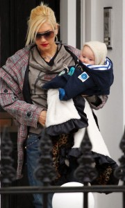Gwen Stefani takes her young son Zuma out for lunch at asian restaurant Wagamamas in central London on February 12th 2009 3