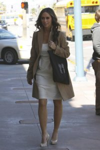 Jennifer Love Hewitt on The Ghost Whisperer filming set on February 10th 2009 3