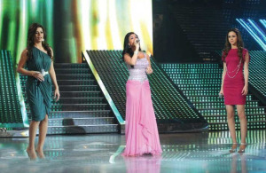 Diana Hadad picture singing with Diala Odeh and Khawla Bin Imran live at the Sixth Prime of LBC Star Academy season six on March 27th 2009