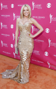 Kellie Pickler arrives at the 44th annual country music awards on April 5th 2009