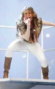 Miley Cyrus performs at the 44th annual country music awards on April 5th 2009