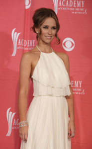 Jennifer Love Hewitt arrives at the 44th annual country music awards on April 5th 2009