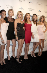 Alessandra Ambrosio with Selita Ebanks, Doutzen Kroes, Heidi Klum, Sharon Turney, Miranda Kerr, and Marisa Miller at The Return to Glamour on the 2nd of December 2008 in New York City