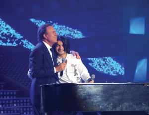 Zaher and Julio Iglesias at the 8th prime of star academy season 6 on April 10th 2009