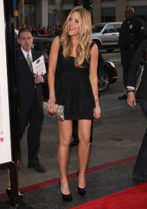 Amanda Bynes arrives at the movie premiere of 17 Again on April 14, 2009