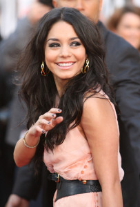 Vanessa Hudgens arrives at the movie premiere of 17 Again on April 14, 2009