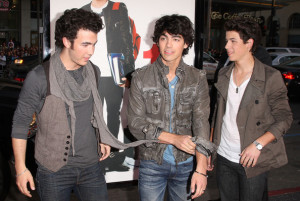 Jonas Brothers arrive at the movie premiere of 17 Again on April 14, 2009