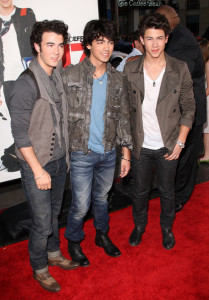 Jonas Brothers at the movie premiere of 17 Again on April 14, 2009