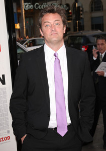 Matthew Perry arrives at the movie premiere of 17 Again on April 14, 2009