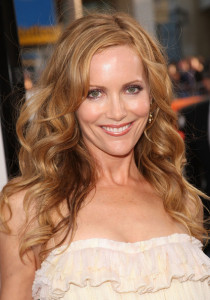Leslie Mann arrives at the movie premiere of 17 Again on April 14, 2009