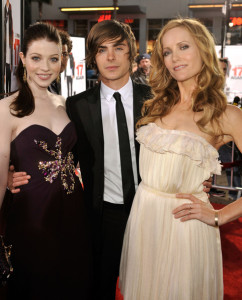 Leslie Mann with Michelle Trachtenberg and Zac Efron arrive at the movie premiere of 17 Again on April 14, 2009