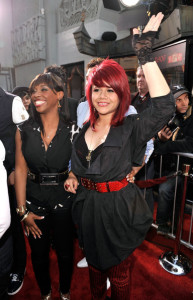 American Idol Season Eight contestants Lil Rounds and Allison Iraheta arrive at the movie premiere of 17 Again on April 14, 2009