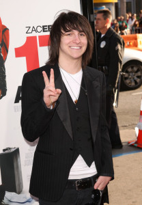 Mitchel Musso arrives at the movie premiere of 17 Again on April 14, 2009