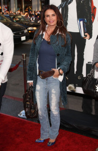 Roma Downey arrives at the movie premiere of 17 Again on April 14, 2009