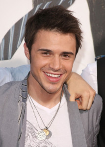 American Idol Season Eight contestant Kris Allen arrives at the movie premiere of 17 Again on April 14, 2009