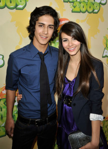 Avan Jogia and Victoria Justice at Nickelodeon's 2009 Kids Choice Awards