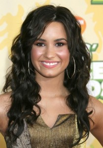Demi Lovato arrives at Nickelodeon's 2009 Kids Choice Awards