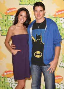 Italia Ricci and Robbie Amell at Nickelodeon's 2009 Kids Choice Awards
