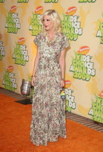 Tori Spelling arrives at Nickelodeon's 2009 Kids Choice Awards