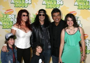 Slash with his wife Perla Ferrar and kids at Nickelodeon's 2009 Kids Choice Awards