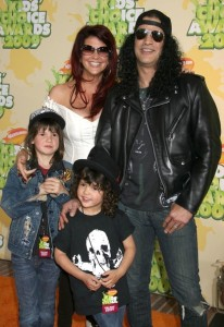 Slash with his wife Perla Ferrar and his children at Nickelodeon's 2009 Kids Choice Awards