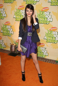 Victoria Justice arrives at Nickelodeon's 2009 Kids Choice Awards