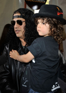 Slash and his son at Nickelodeon's 2009 Kids Choice Awards
