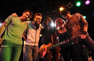 Photo shoots of SLASH with the four contestants of American Idol season8, Adam Lambert, Danny Gokey, Allison Iraheta, and Kris Allen