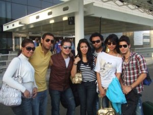 Mirhan Hussein photos with her fans 2