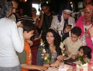 Mirhan Hussein photos with her fans 9