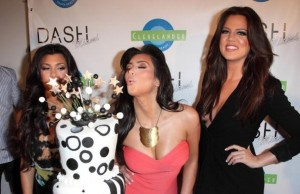 kim kardashian attends the DASH Miami Store Launch on the 20th of May 2009 with her sisters Khloe Kardashian and Kourtney Kardashian 4