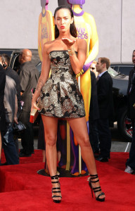 Megan Fox arrives at the 18th Annual MTV Movie Awards on May 31st 2009 in California 3