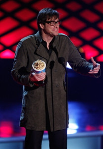 Jim Carrey accepts the Best Comedic Performance award onstage during at the 18th Annual MTV Movie Awards on May 31st 2009 in California 3