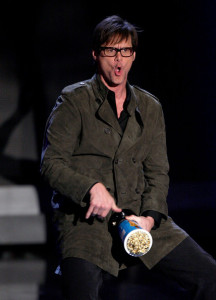 Jim Carrey accepts the Best Comedic Performance award onstage during at the 18th Annual MTV Movie Awards on May 31st 2009 in California 4