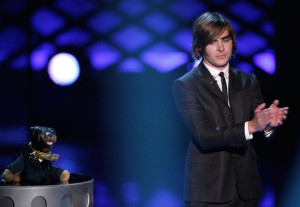 Zac Efron accepts the Best Male Performance award onstage during the 18th Annual MTV Movie Awards on May 31st 2009 3