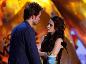 Robert Pattinson and Kristen Stewart accept the Best Kiss award onstage during the 18th Annual MTV Movie Awards on May 31st 2009 in California 3