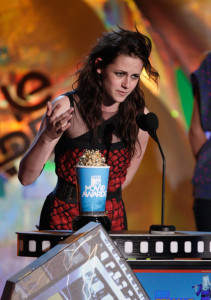 Kristen Stewart accepts the Best Female Performance award onstage during the 18th Annual MTV Movie Awards on May 31st 2009 in California 1