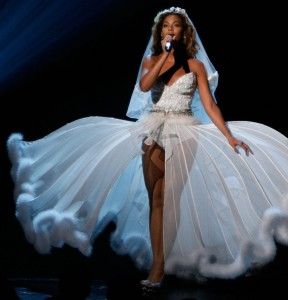Beyonce performs onstage during the 2009 BET Awards held at the Shrine Auditorium onJune 28th in Los Angeles 9
