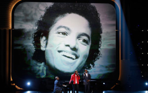Jamie Foxx with NeYo on stage for the tribute to the late singer Michael Jackson during the 2009 BET Awards 16