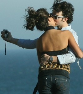 kevin jonas and his girlfriend danielle deleasa spotted kissing