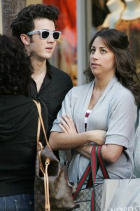 kevin jonas and his girlfriend danielle deleasa picture