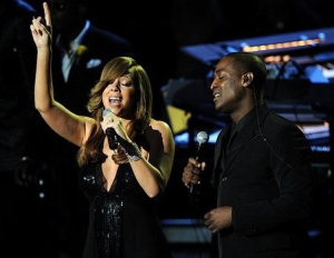 Mariah Carey singing on stage during the Michael Jackson Memorial Service