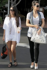Kim Kardashian spotted att Fred Segal with her sister Kourtney Kardashian on Juy 8th 2009 1