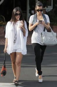 Kim Kardashian spotted att Fred Segal with her sister Kourtney Kardashian on Juy 8th 2009 3