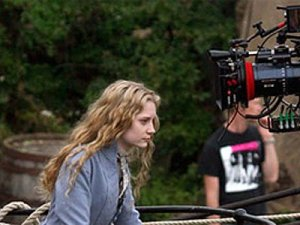 Mia Wasikowska pictures on the filming set of Alice in Wonderland 2010 movie 1