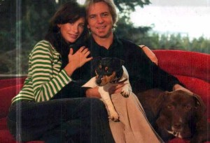 jill mccormick photo with her husband Eddie Vedder and their two pet dogs
