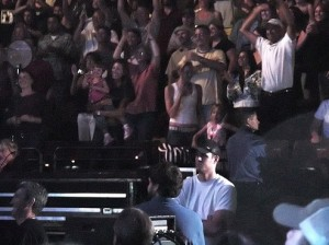 jill mccormick with her daughter Olivia among the audience during the Pearl Jam Denver concert on July 2nd 2006